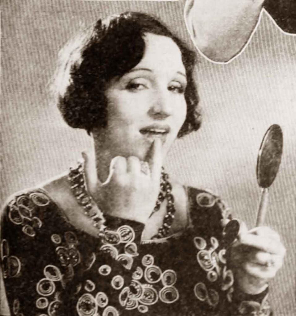 1930-Beauty-Shop---Rouging-the-Lips--Julia-faye