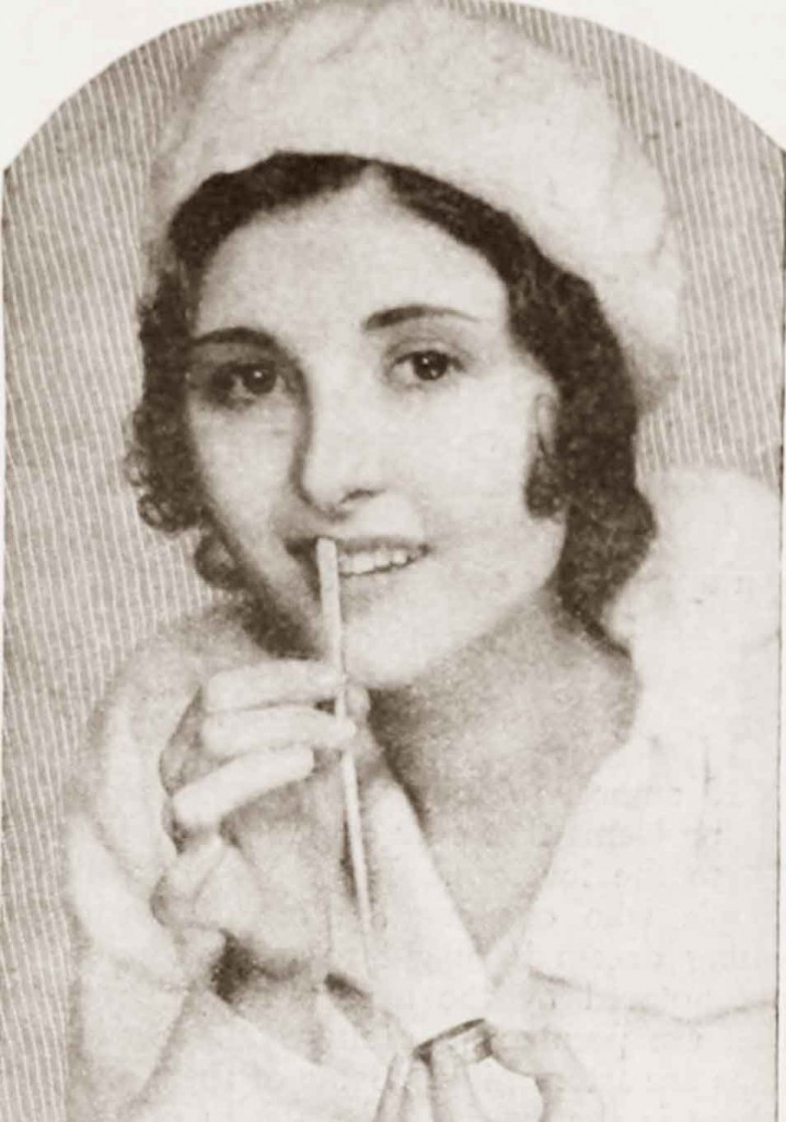 1930-Beauty-Shop---Rouging-the-Lips---Marion-Shilling