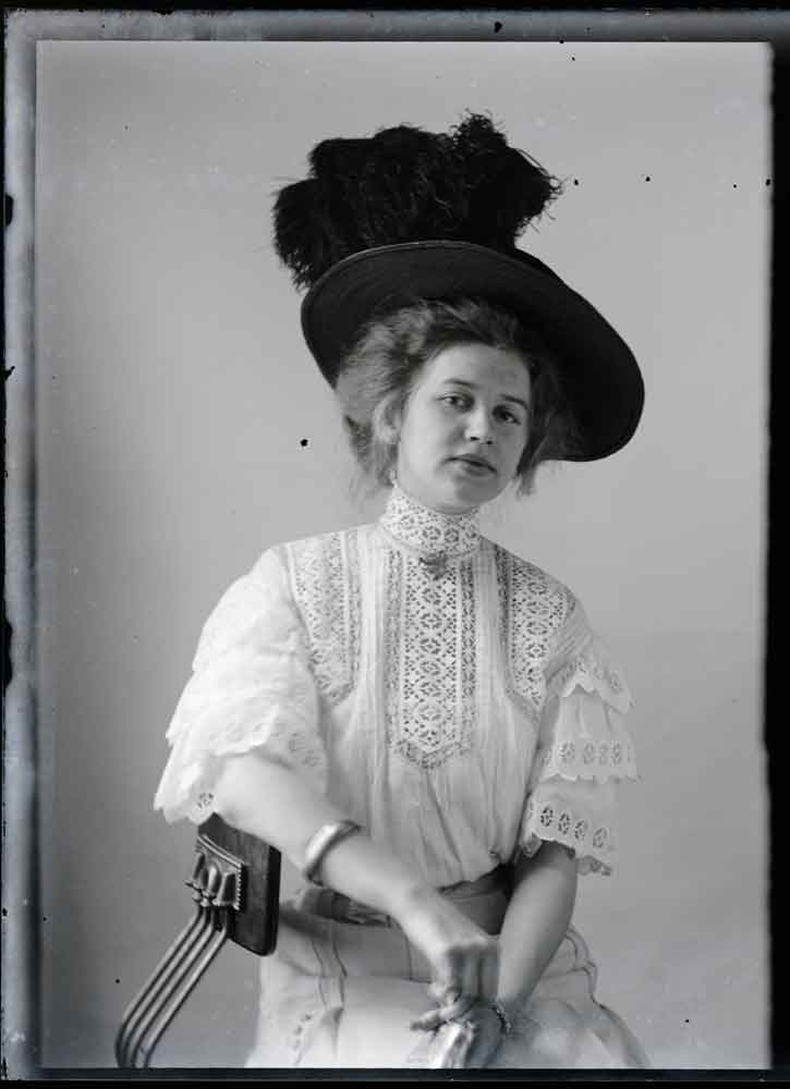 The-Photographed-Woman---Rare-portraits-from-Rural-America-in-1909---Hugh-Mangum
