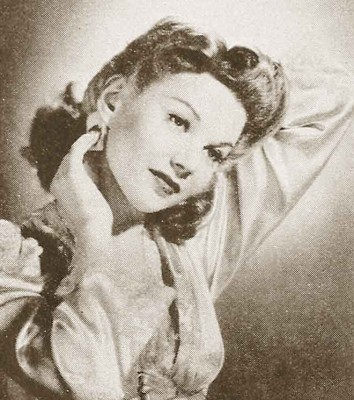 1940s-Hair-and-Beauty---Summer-Allure-in-Seconds
