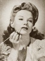 1940s-Hair-and-Beauty---Summer-Allure-in-Seconds1