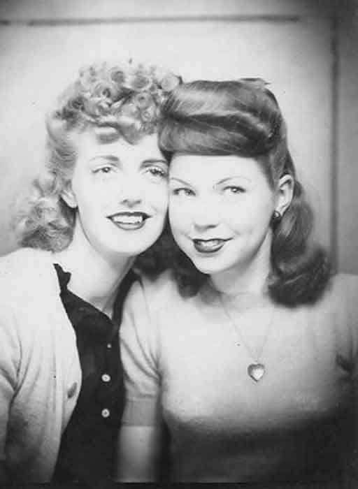 Vintage-Photobooth---Women's-Selfies-from-1900s-to-1960s16