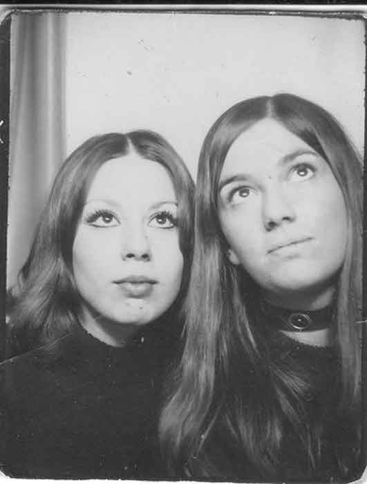 Vintage-Photobooth---Women's-Selfies-from-1900s-to-1970s