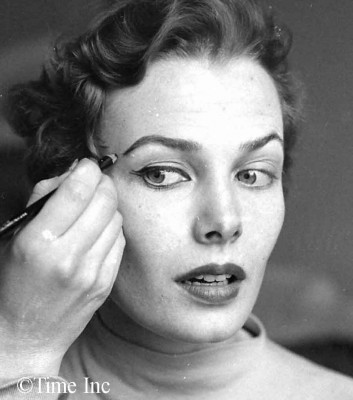 1950 French doe-eyed makeup look- eyebrows
