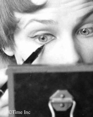 1950 French doe-eyed makeup look - eyeliner