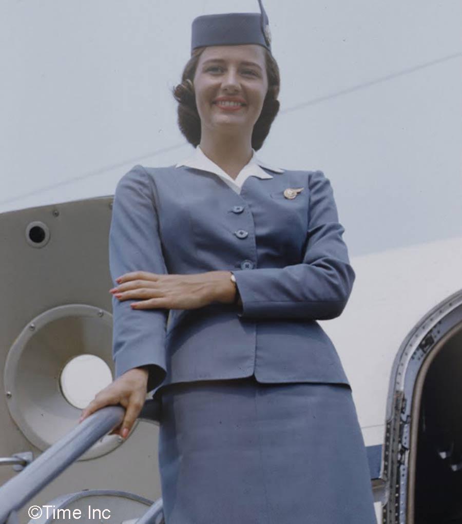 Real air hostess gives good service - 4 6