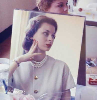 Makeup-class--Life-Magazine-1958---Stewardess-school-12