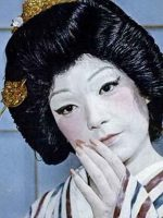 geisha-makeup-look-by-Shirley-Maclaine