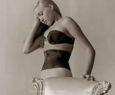 Waist-Line-Corsets-and-waist-pinchers---Nina-Leen--1947