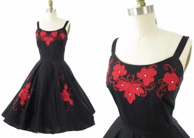 1950s-red-applique-black-swing-dress