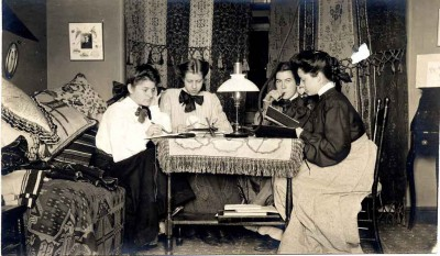 1905-Student-Dorm-Room---Vassar