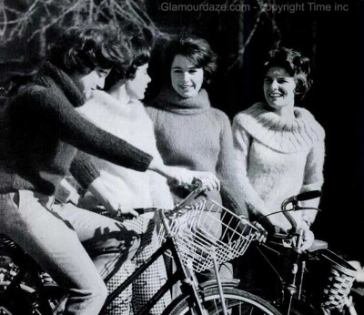 Jackie-Kennedy-Look---Students-from-Vassar-College---1961
