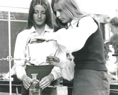 Nuffield-Chem-electricity-girls-1975