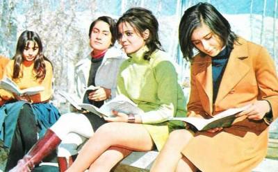 Tehran-university-students-in-miniskirts-1970s