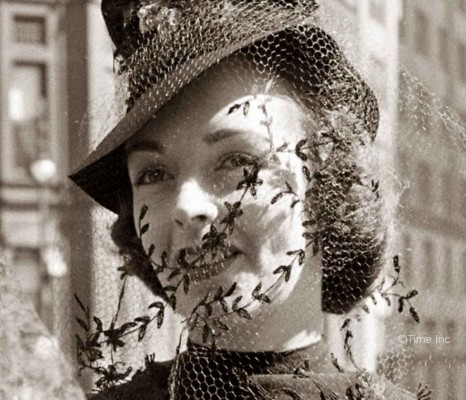 Lilly-Dache-model-in-New-York-1937-wearing-a-hat-veil---Alfred-Eisenstaedt