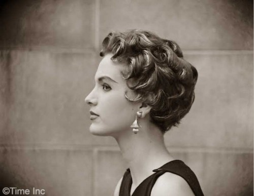 1953-The-Italian-Cut-Hairstyle-Craze3