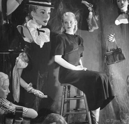 Basic-Black-Dress-And-AccessoriesMar-1947---Nina-Leen