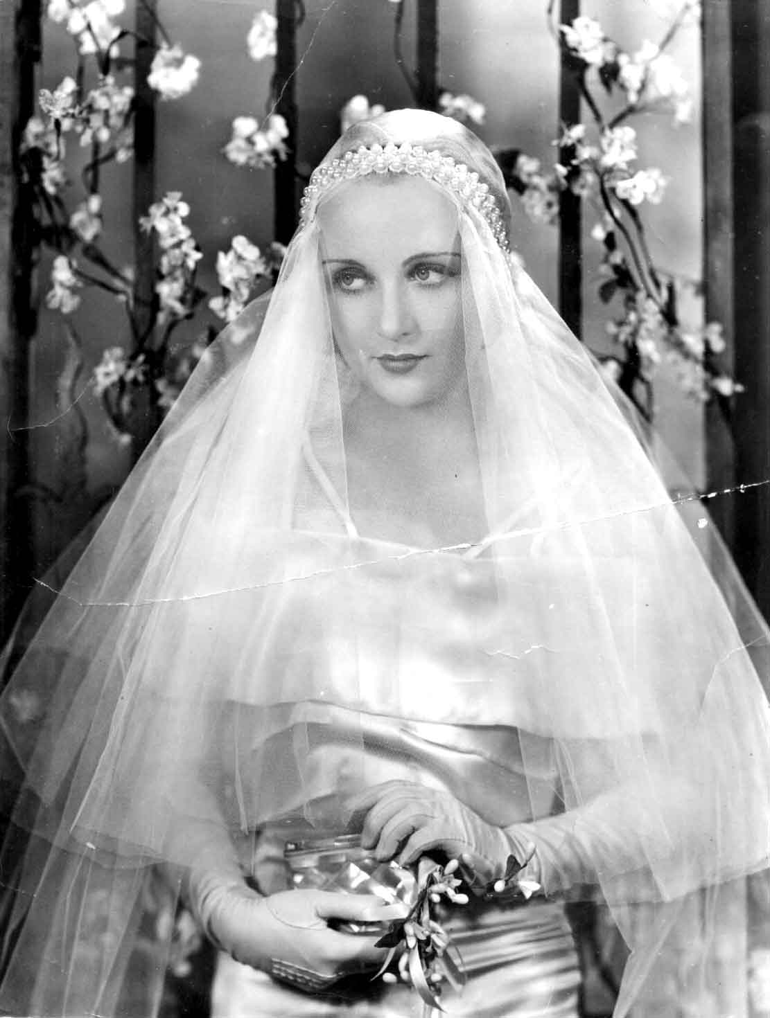 1930\'s Inspired Bridal Hair and Makeup | Glamourdaze