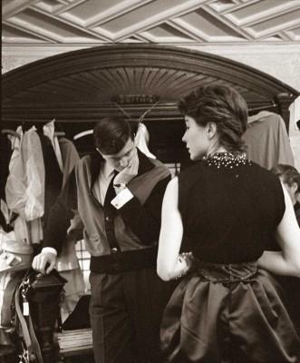 Givenchy-scrutinizing-Bettina-Grazia-gown---Spring-1952