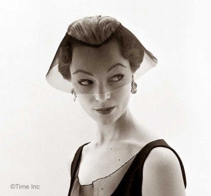 Ivy-Nicholson-wearing-givenchys-stiff-veiled-circlet-nat-farbman-1952