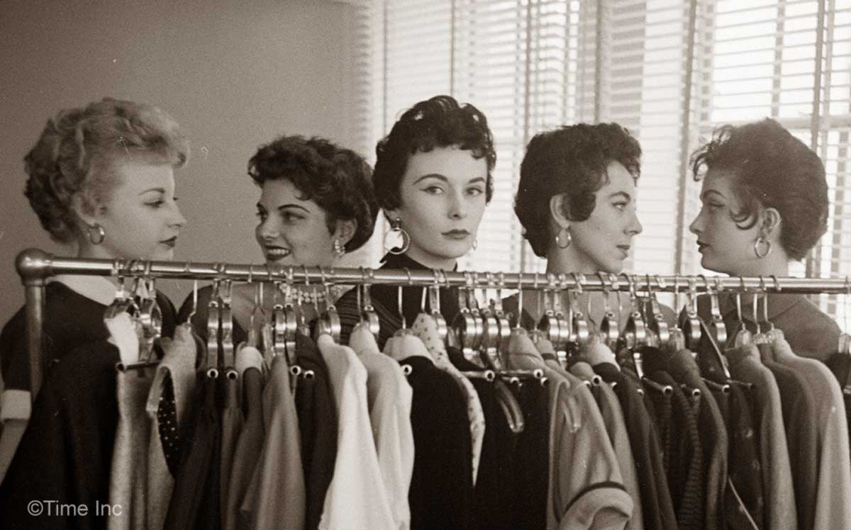 The italian cut hairstyle craze of 1953 glamourdaze quintet of italian haircuts 1953 enrico baditri Images
