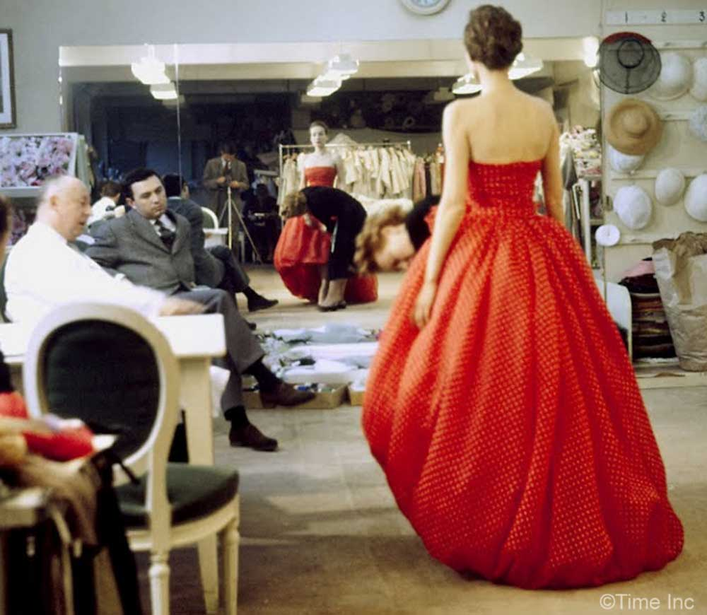 Inside christian diors salon in 1957 glamourdaze for Dior couture dress price