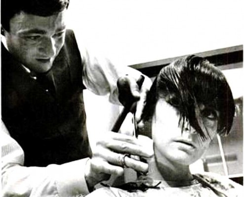 New-York-Model-gets-a-bob-by-Sassoon---1965