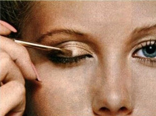 Step-by-step-guide-to-a-new-you-1978-makeup9