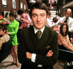 Vidal-Sassoon-in-London-Salon-1964