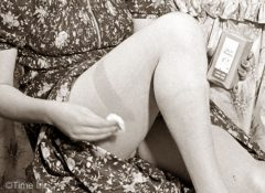 1940s-Wartime-Fashion---Liquid-stockings7