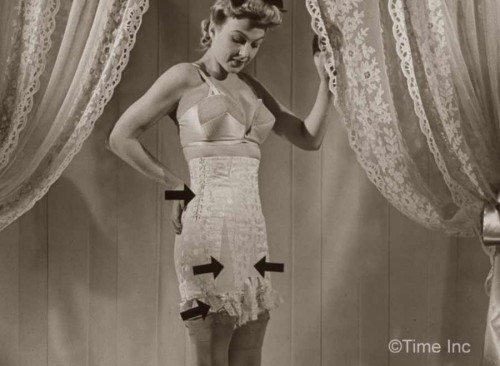 1940s-Wartme-Fashion---The-Return-of-Laced-Corsets2