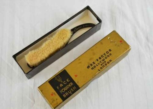 Max-Factor-Vintage-Face-powder-brush