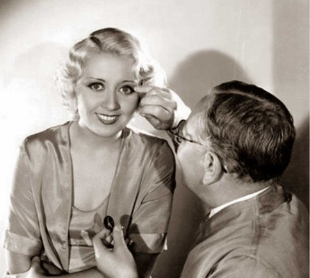 Joan-Blondell-with-Max-Factor-1932