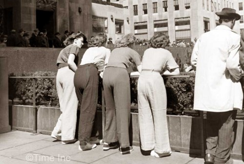 1940s-Fashion---Men-lose-their-Pants-to-the-Women
