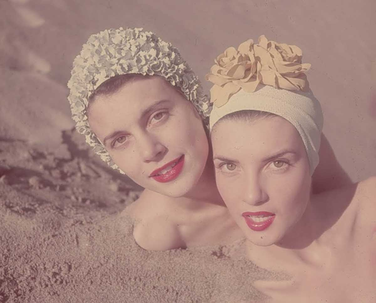 1950s-Fashion---Swimming-Caps-in-Vogue2