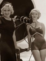Hollywood-Swimsuit-fashion---Joan-Blondell---Bette-Davis-1932