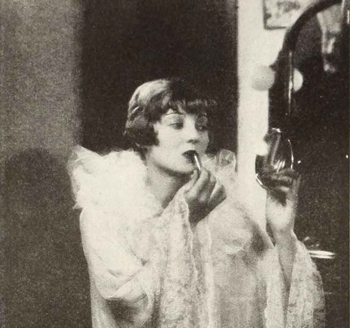1920s-makeup-&-Beauty-Shop - Dorothy Mackaill