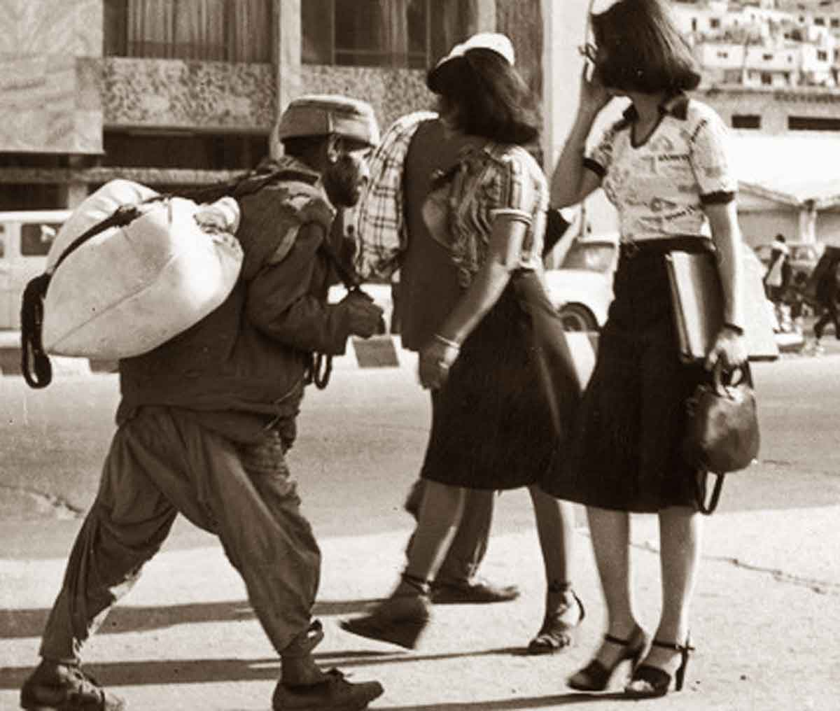 Fashion-Freedom-in-Pre-War-Afghanistan---students-1970s