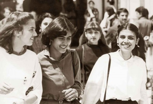 Female-students-at-the-Polytechnical-University-in-Kabul-in-the-mid-1970s---Hulton-Archive
