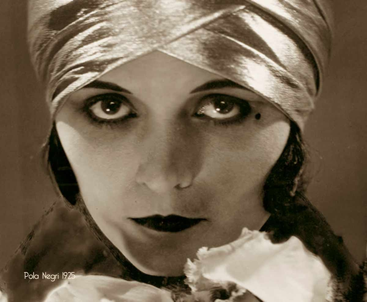 Make Up Advice To Flappers 1925 Glamourdaze