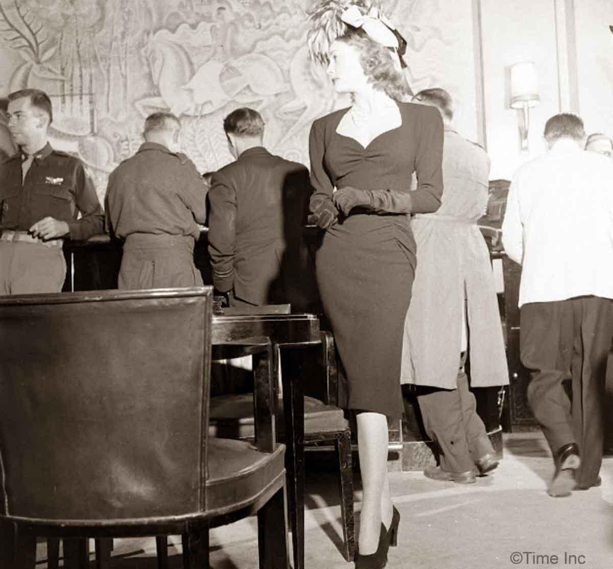 1944-Paris-Fall-fashion -Lelong