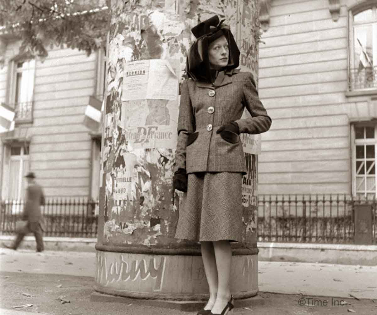 1944-Paris-Fall-fashion---Schiaparelli