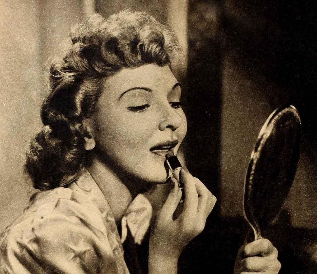 1940s-lipstick-tutorial-with-Mary-Martin2