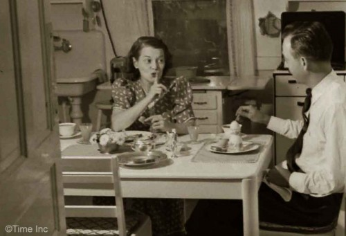 Jane---A-Day-in-the-Life---Two-Women-in-the-early-1940s5
