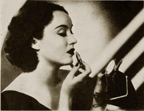 1930s-makeup-bag---Fay-Wrays-lipstick-1934