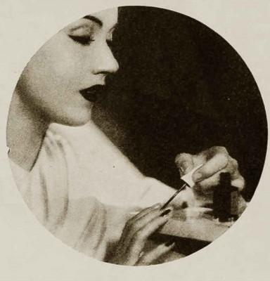 1930s-makeup-bag---Fay-Wrays-nail-paint-1934