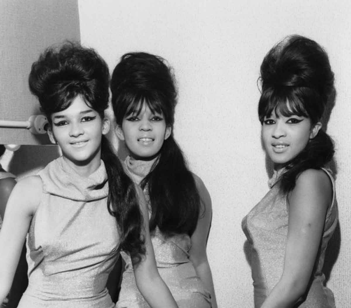 When beehive hairdos ruled the earth glamourdaze ronnettes beehive heaven urmus Image collections