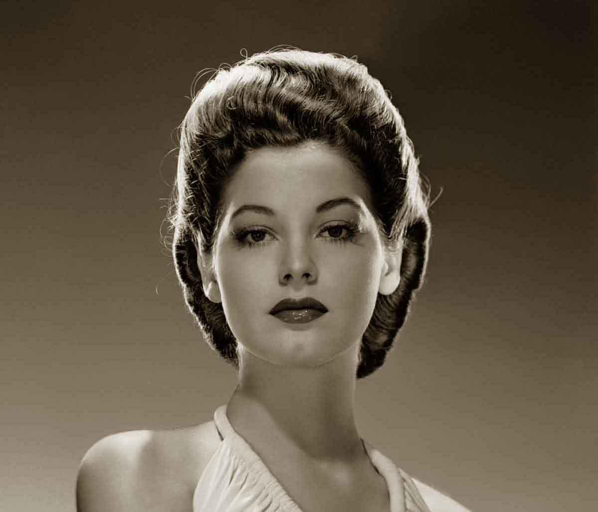 Enjoyable 1940S Hairstyles Memorable Pompadours Glamourdaze Short Hairstyles For Black Women Fulllsitofus
