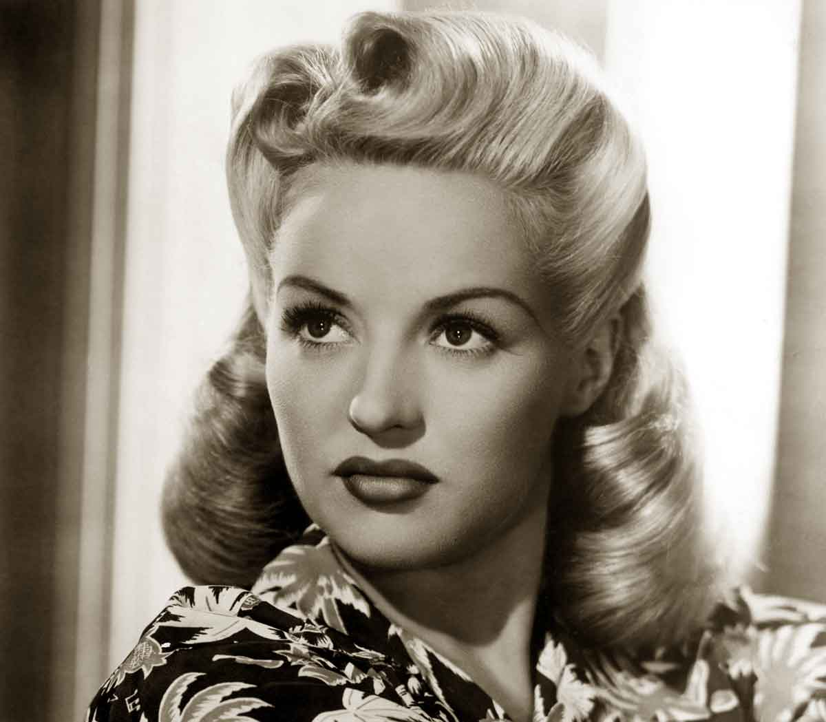hair 1940s style 1940s hairstyles memorable pompadours daze 6082 | 1940s Hairstyles Memorable Pompadours Betty Grable