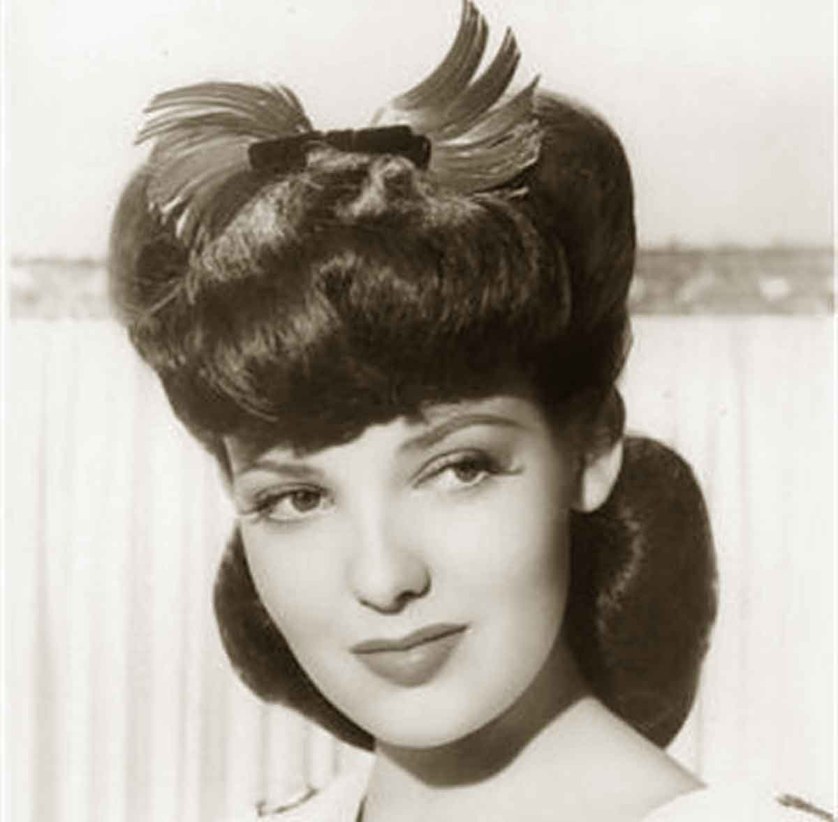 hair 1940s style 1940s hairstyles memorable pompadours daze 6082 | 1940s Hairstyles Memorable Pompadours Linda Darnell